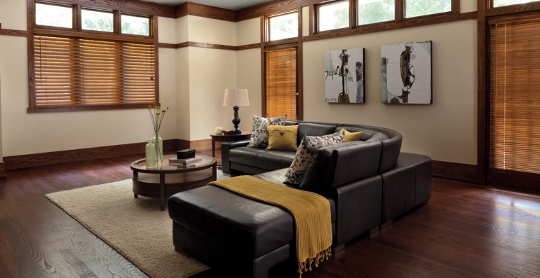 Phoenix hardwood floor and blinds
